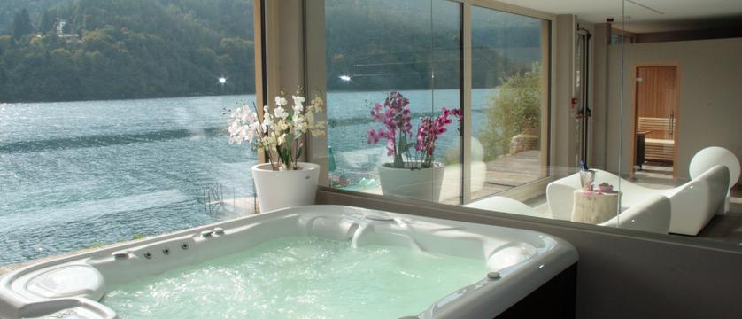 hotel-mezzolago-whirlpool.jpg